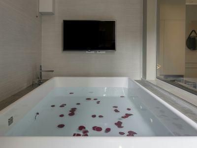 San-Carlo-Suite-Roma-kingCityView-vasca-romantica