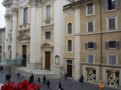 San-Carlo-Suite-Roma-esterno-piazza